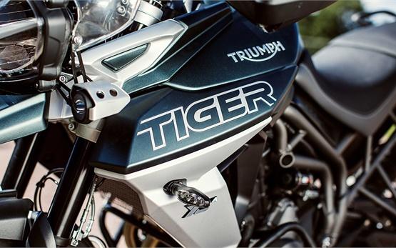 Triumph Tiger 800 XCa - alquilar una motocicleta en Espana