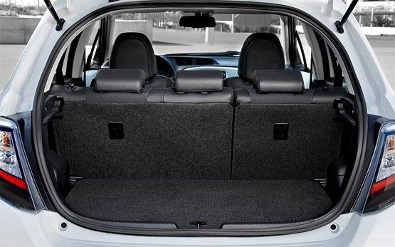 Багажное отделение » 2013 Тойота Ярис