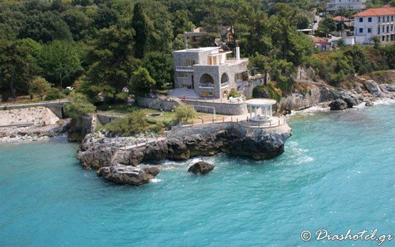 House by the Sea in Neoi Poroi