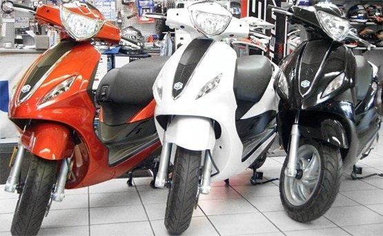 Пьяджио Флай 100- скутер на прокат Санорини