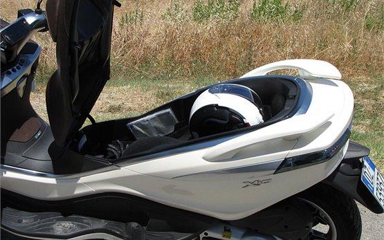 Piaggio X10 350 - rent a scooter Milano