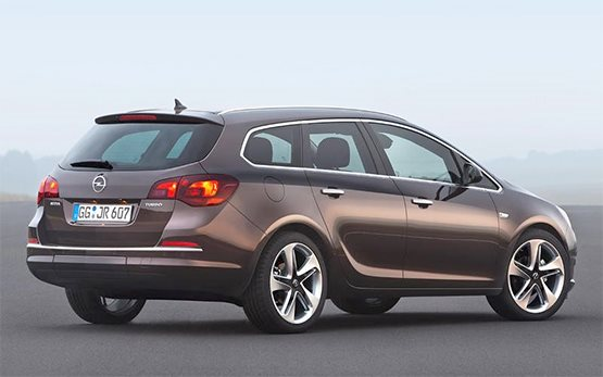 Vista posterior »2018 Opel Astra SW