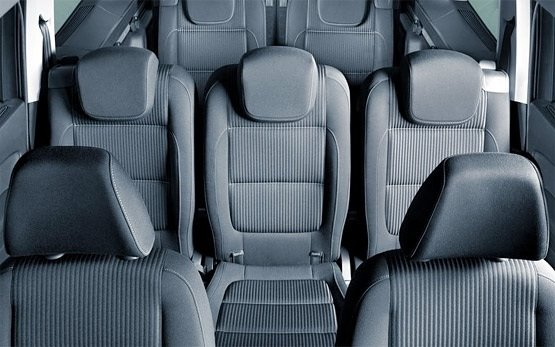 Rear seats view » 2011 VW Touran Automatic