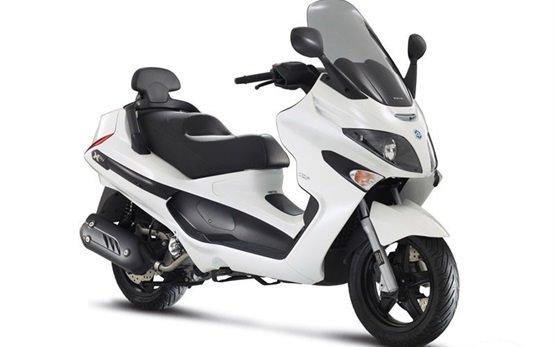 Piaggio X-EVO 125 scooter rental in Paris