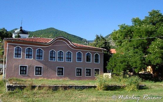 Училище в Сопот