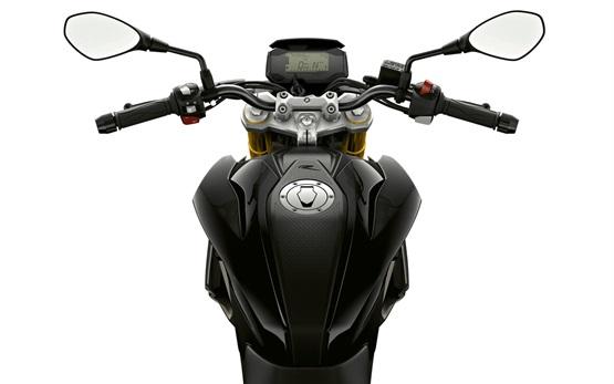 BMW G 310 R - alquilar una moto en Milán
