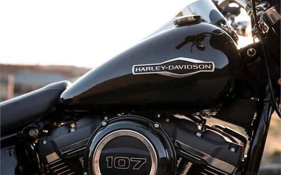 Харлей-Дейвидсън Спорт Глайд - наем на мотоциклет в Женева