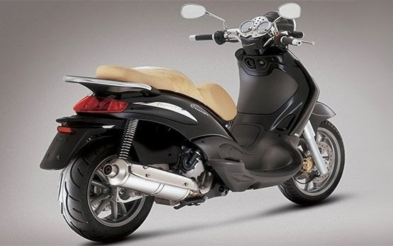 Piaggio Beverly 350cc scooter rental - Nice