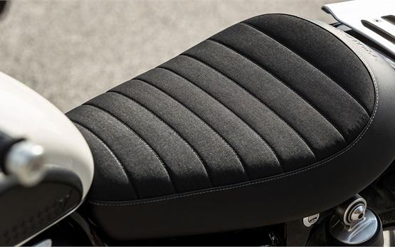 Triumph Street Scrambler 900 - мотоциклет под наем в Малага