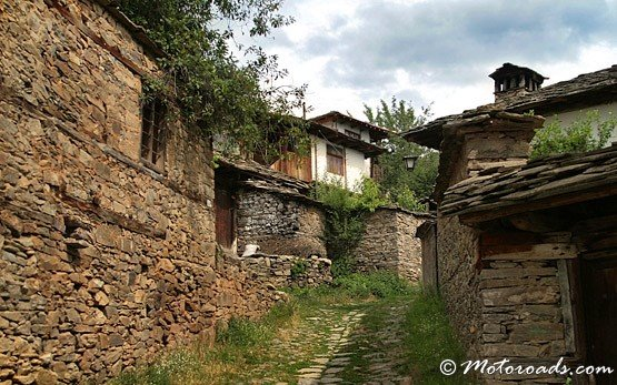 Street in Leshten