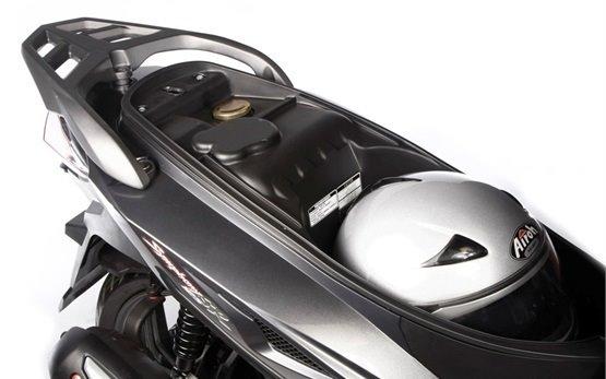 СИМ Симфони 150 - скутер на прокат в Санторине