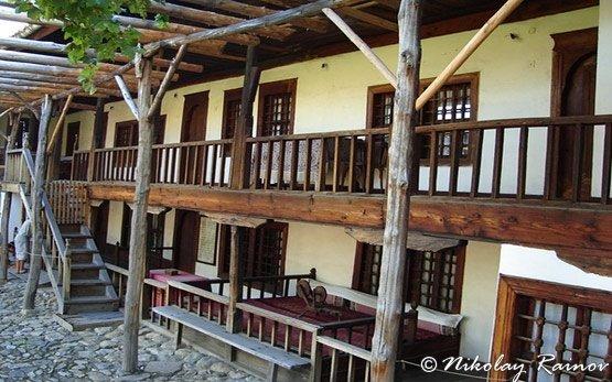 Девическият манастир - Сопот