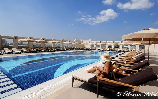 Титаник басейна на хотела - Картал