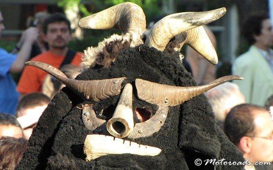 Традиционный фестиваль костюмах - Габрово
