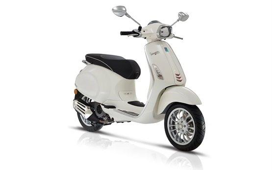 Vespa Sprint 50 - наем на скутер