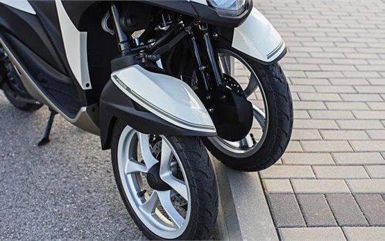 Yamaha Tricity 125cc - rent scooter Lisbon Airport