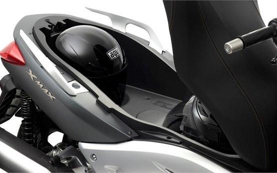 Ямаха X-Max 300 - скутер на прокат в Португалии