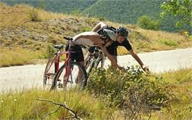 Езда на велосипеде у подножия гор Рила