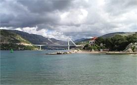 Мостът Ф. Туджман в залива на Дубровник