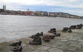 Момориалът Обувки по река Дунав в Будапеща