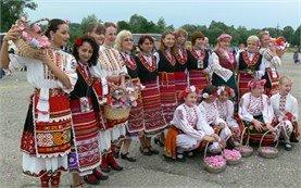 Традиционни костюми - Фестивал на Розата в България
