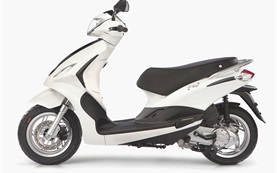 Piaggio Fly 50 - scooter rental Nice