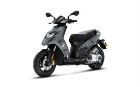 Piaggio Typhoon 125cc - alquiler de scooters en Santorini