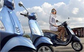 2013 Пиаджио Веспа скутер под наем в Бергамо