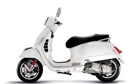 Piaggio Vespa 300 Primavera scooter rental in Italy