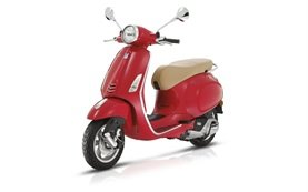 Piaggio Vespa 50cc scooter rental in Barcelona