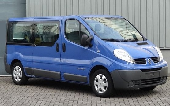 Front view » 2009 Renault Trafic 8+1