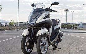 Yamaha Tricity 125cc - наем на скутер в Барселона